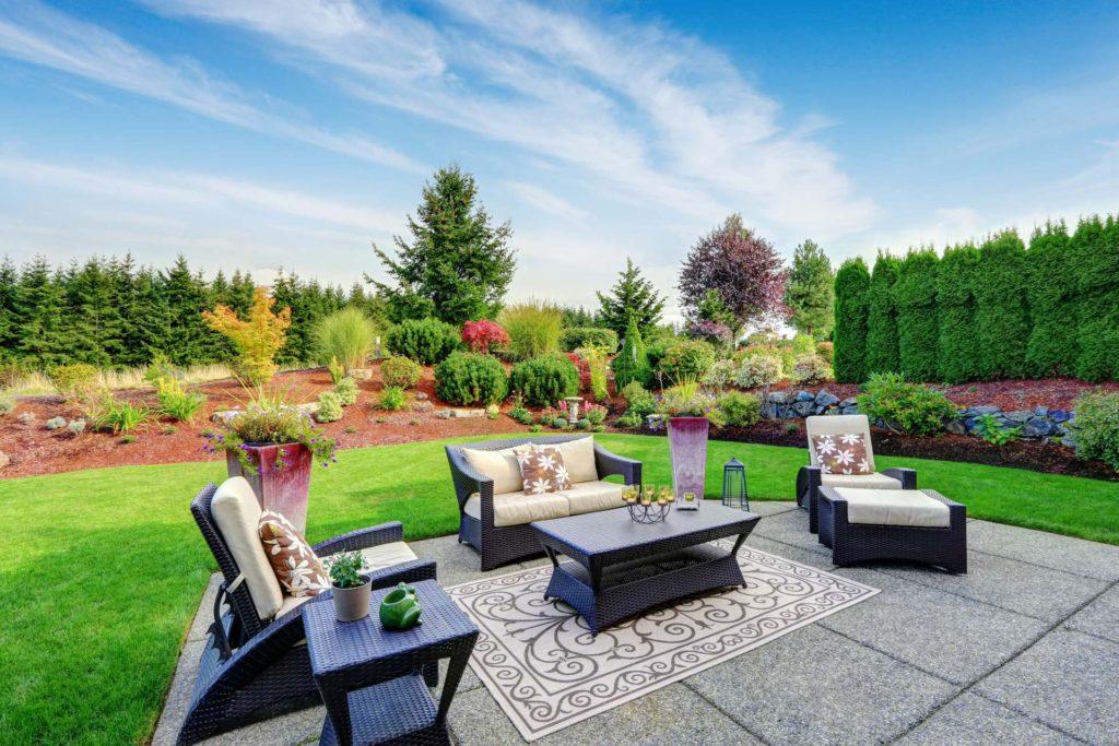 Impressive Backyard Landscape Design with Concrete Patio
